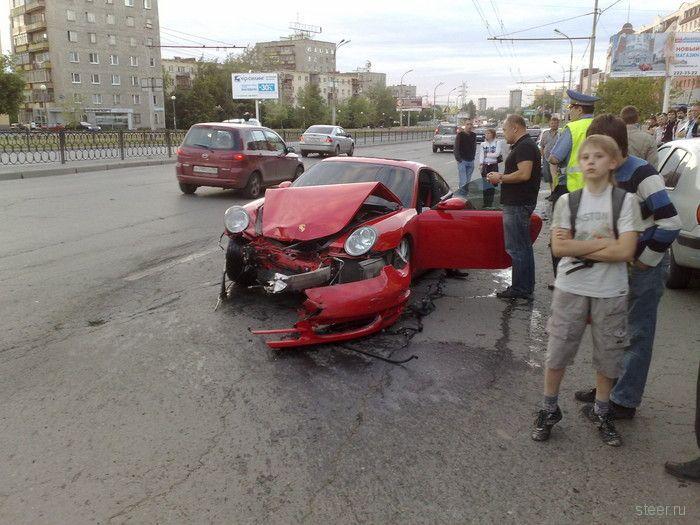 В Екатеринбурге разбили Porshe (фото)