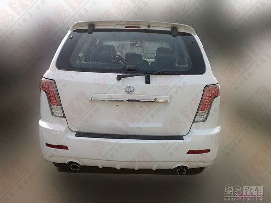 Китайцы клонировали Cadillac SRX (фото)