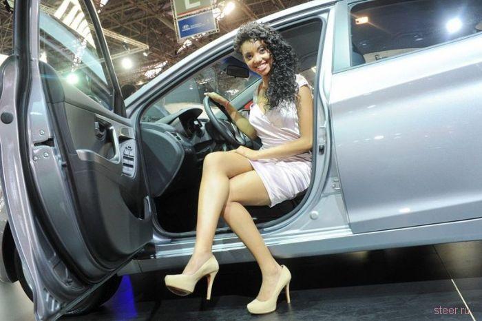 Девушки авто-шоу в Сан-Пауло Бразилия