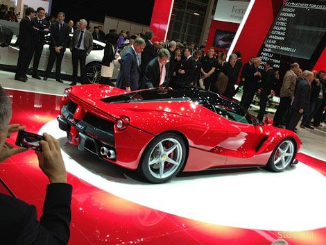 Ferrari назвала 963-сильный гиперкар LaFerrari