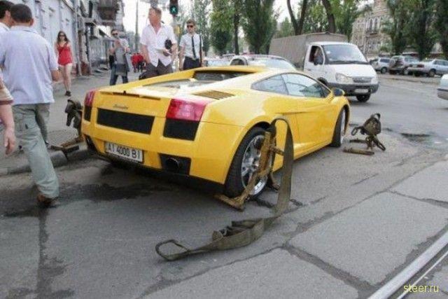 Девушка за рулем Lamborghini заблокировала движение
