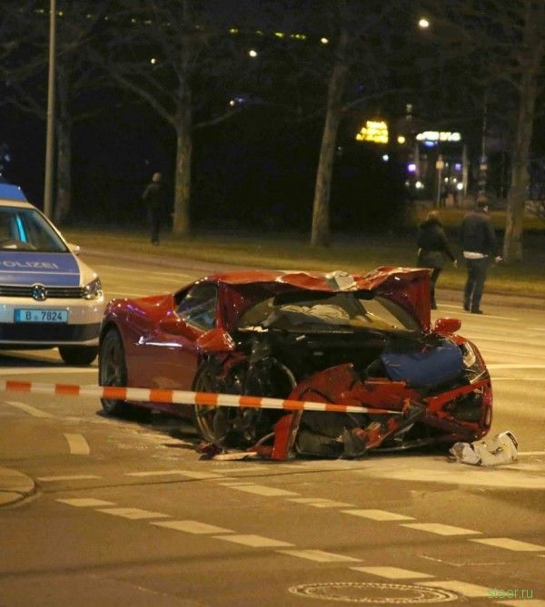 Аварии: Ferrari 458 Speciale и Smart ForTwo проверили друг друга на прочность