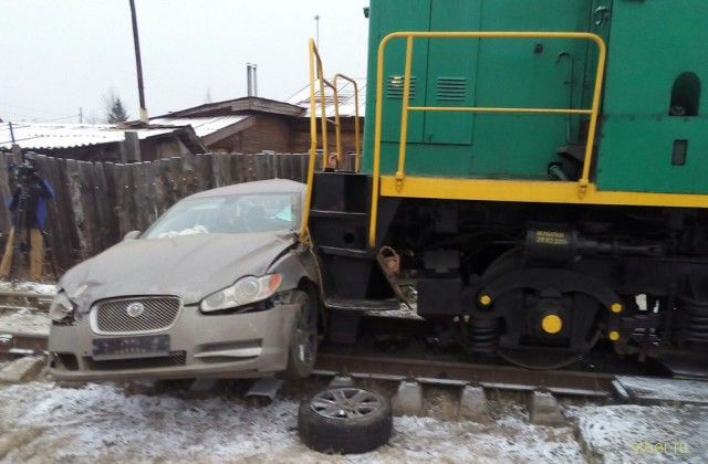 Иваново: девушка на Ягуаре не пропустила поезд