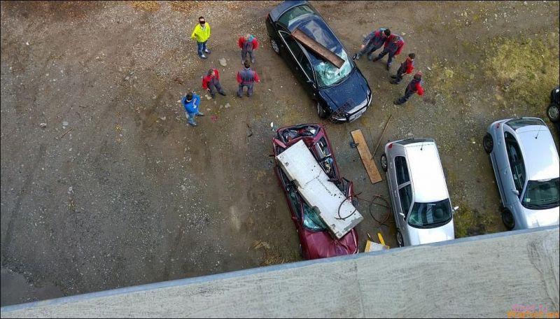 Уронили бетонный блок на Audi