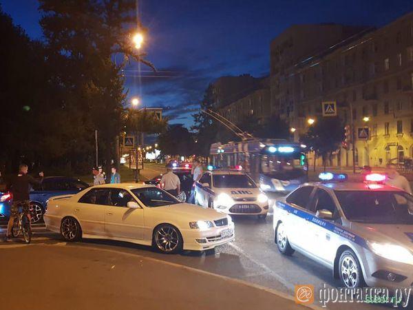 Облава на стритрейсеров в Петербурге. За тюнинг авто — 15 суток ареста