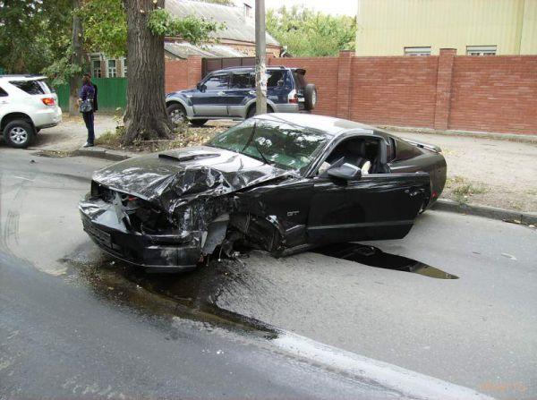 Ford Mustang вдребезги (фото)