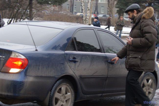 На митинг в поддержку отечественного автопрома единороссы приехали на иномарках