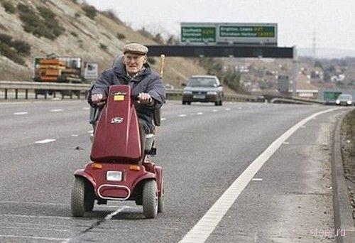 90-летний старичок на автостраде