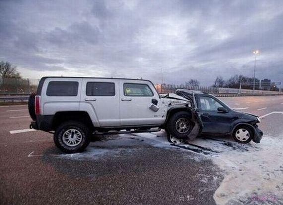 Hummer VS Suzuki