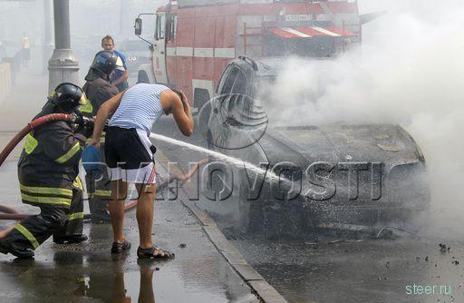 2 августа на Крымском мосту сгорел джип BMW (фото)