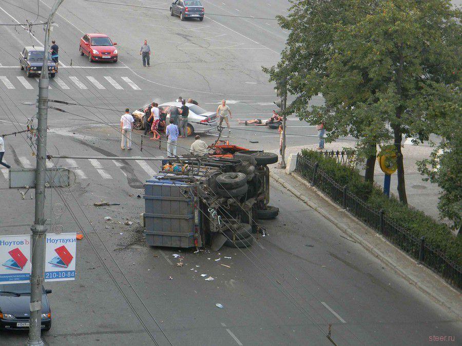 В Перми в 7.40 утра на перекрестке Комсо…