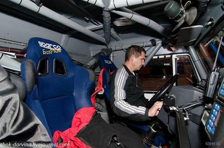 Внутри кабины гоночного КАМАЗа (фото)