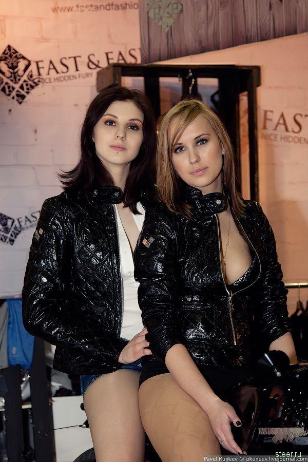 Девушки с выставки Мотопар 2011. Авторские фото Павла Кунеева