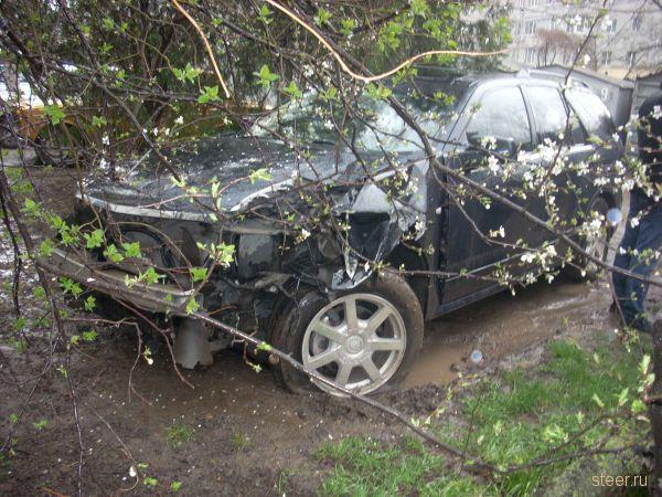 В Краснодаре пьяный подросток покатался по двору... (фото)