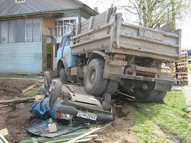 Дело было в Устьянах: МАЗ vs. ВАЗ (фото)