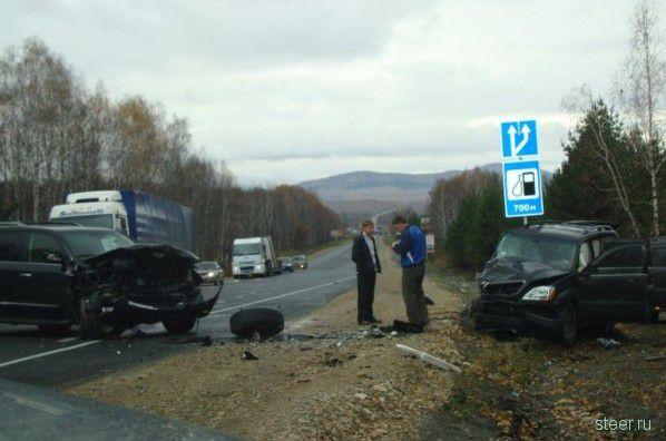Lexus выдержал удар (фото)