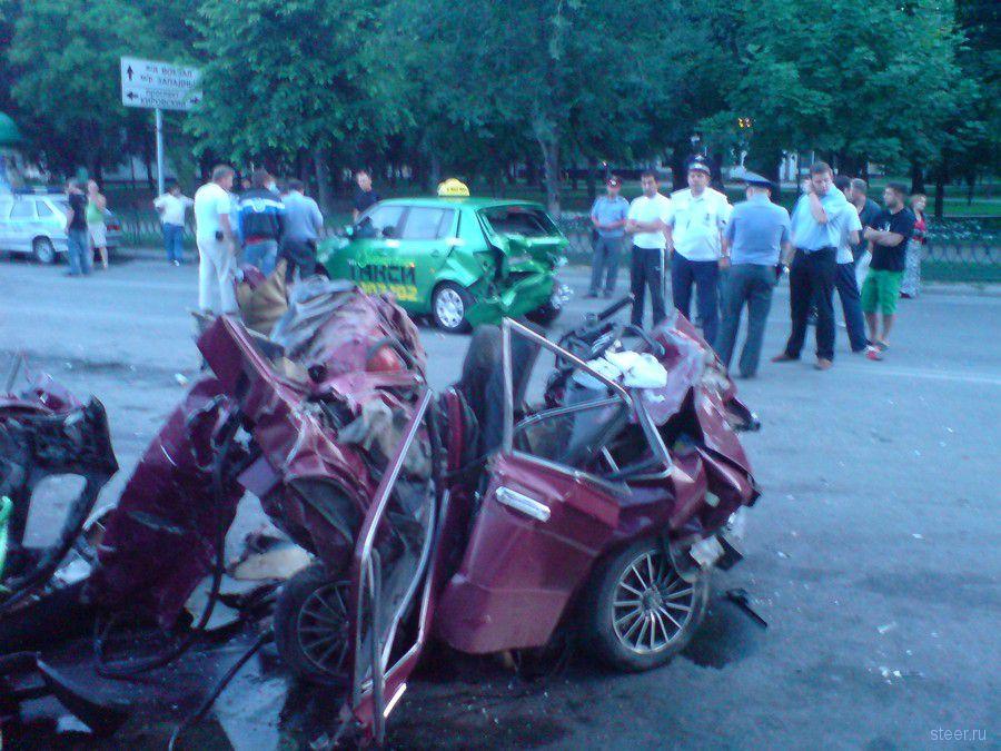 ГИБДД защитила пьяного единороса, убившего водителя шестерки, от самосуда толпы (фото)