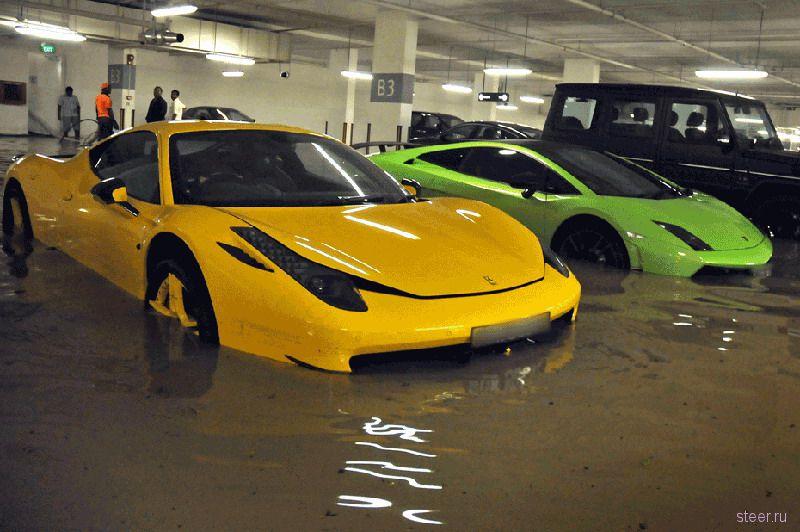 Дорогостоящие суперкары затоплены на подземной парковке в Сингапуре (фото)