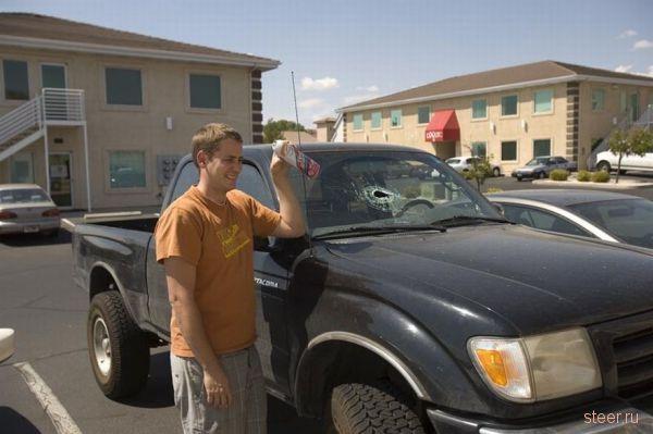 Последствия взрыва дезодоранта, оставленного в салоне автомобиля (фото)