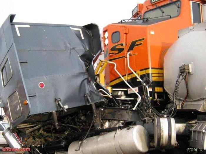 Столкновение фуры с поездом (фото)