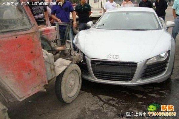 Audi R8 против Трактора (фото)