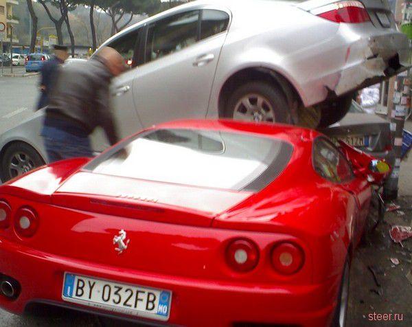 Ferrari протаранил пять автомобилей на парковке (фото)