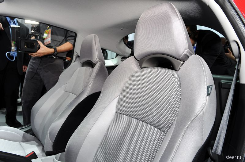 Официальная премьера спортивного гибрида Honda CR-Z (фото)