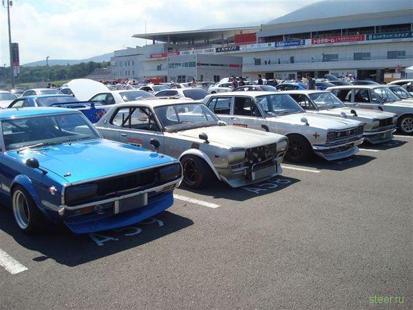 В Японии прошла национальная встреча владельцев Nissan Skyline всех поколений и модификаций (фото)