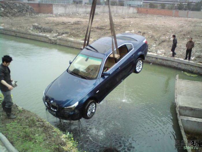 В Китае утопили BMW (фото)