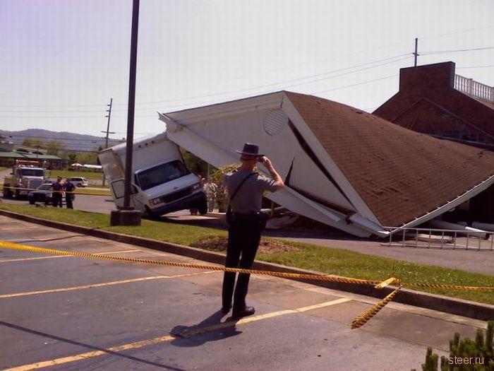 Водитель грузовика проверил банк на прочность (фото)