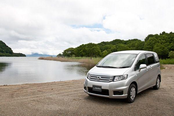 Honda Freed Spike : новый минивэн для японского рынка (фото)