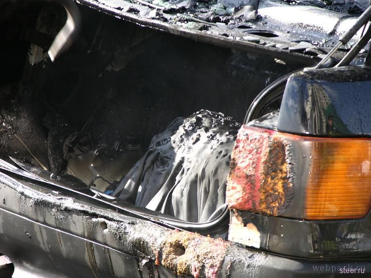 Сгоревшая Audi80 (фото)