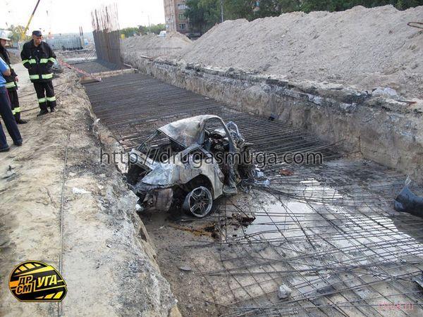 Киев: на Столичном шоссе разбился и сгорел Porsche 911 Carrera S - погибли три человека (фото)