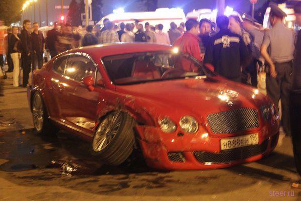 В ДТП на смотровой площадке Воробьевых гор пострадали десять человек (фото)