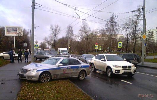 ДТП на Новомосковской улице с участием автомобиля ДПС (фото)