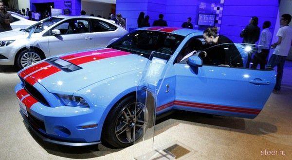 Автомобильный салон в Дубае (фото)