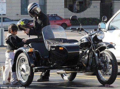 Брэд Питт купил мотоцикл «Урал» (фото)