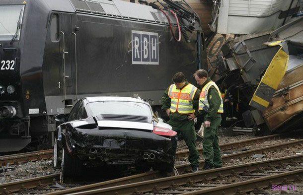 Авария поезда, перевозившего 106 Porsche (фото с места аварии)
