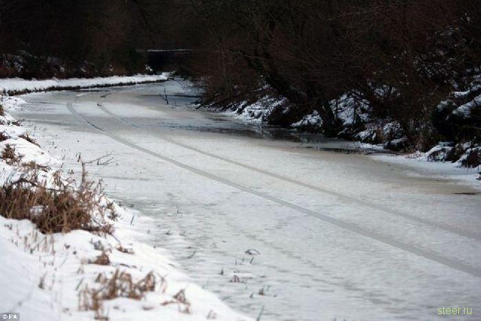 Почему опасно ездить по льду (фото)