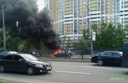 Фото сгоревшео на Рублевке Ferrari