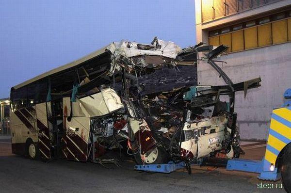 В Швейцарии в аварии автобуса погибло 22 ребенка (фото и видео)