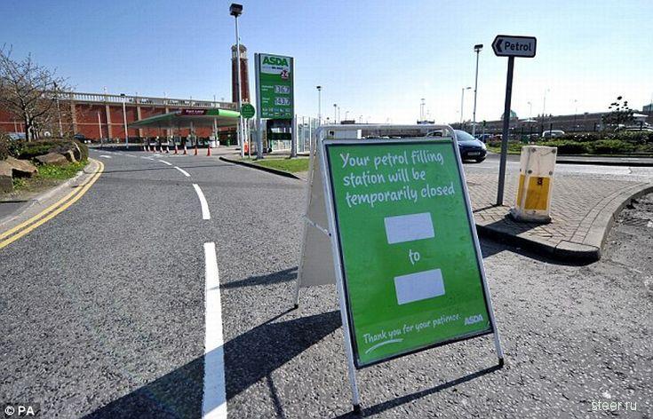 Топливный кризис в Великобритании : Бензин подорожал до 1,4 фунта за литр и скоро достигнет 1,5 (фото)
