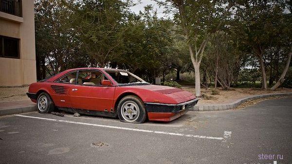 Брошенный Ferrari Mondial в Дубаи (фото)