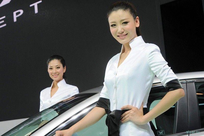 Девушки автосалона в Пекине 2012 (фото)