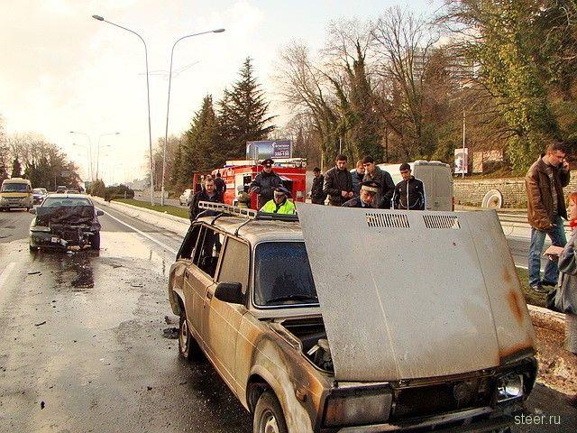 Сочи : Авария на эстакаде в Кудепсте (фото и видео)