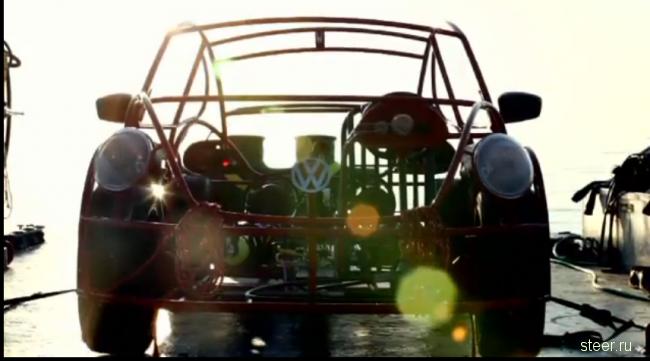VW Beetle превратили в клетку для наблюдения за акулами (фото и видео)