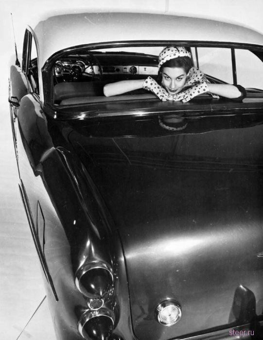 Красивые девушки и винтажные автомобили (фото)