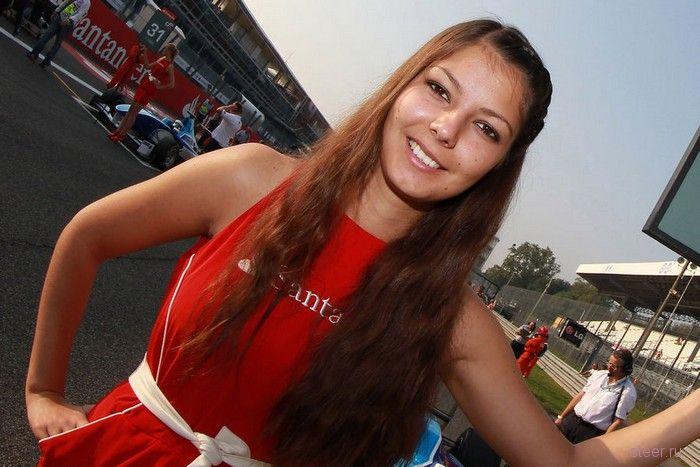 Красотки в красном: жара в Монце на Formula 1