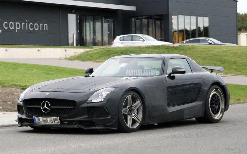 Прототип Mercedes SLS AMG Black Series попал в аварию на Нюрбургринге и сгорел