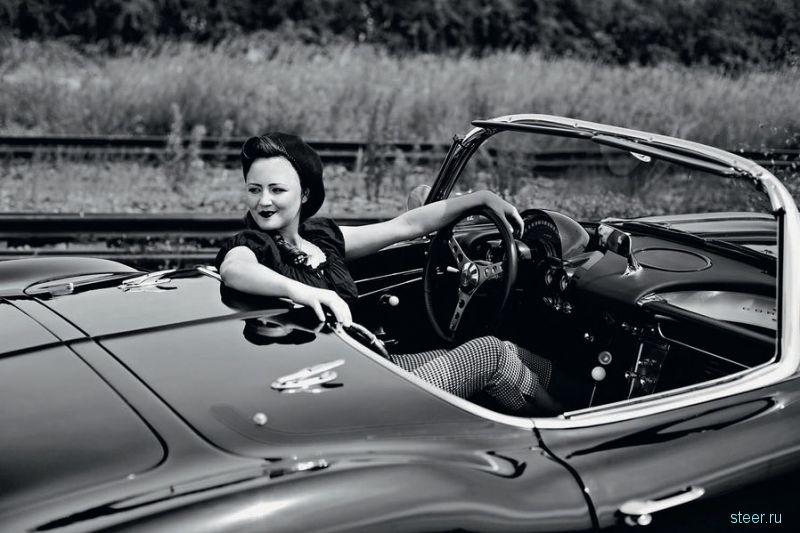 Календарь девушки и классические автомобили